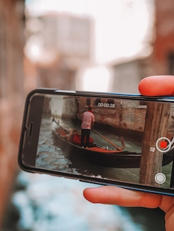 Gondeliers schieten in venetië met je smartphone