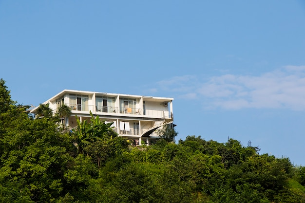 Gonia, georgia - 26 augustus 2021: uitzicht op het hotel, gebouw en architectuur voor vakanties