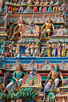 Gopuram (toren) van de hindoe-tempel