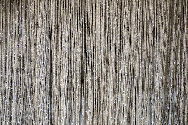 Gordijn van glanzende metalen zilveren kettingen. textuur.