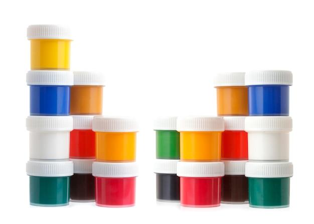 Gouachekleurverven, pottenblikken op wit worden geïsoleerd dat