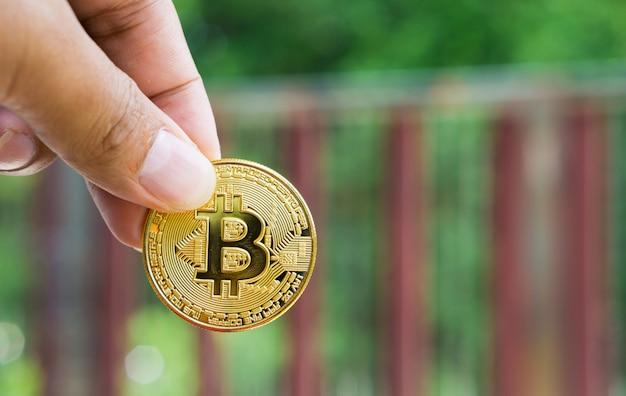 Goud bitcoin digitale valuta is in handen van zakenmensen.