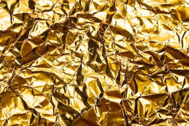 Goud verfrommeld foliedocument textuur.
