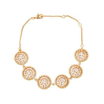 Gouden armband met diamant op een witte ondergrond