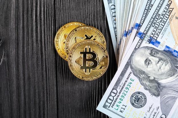 Gouden bitcoinmuntstuk op ons dollars
