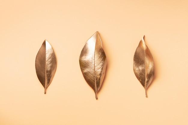 Gouden bladeren. bovenaanzicht