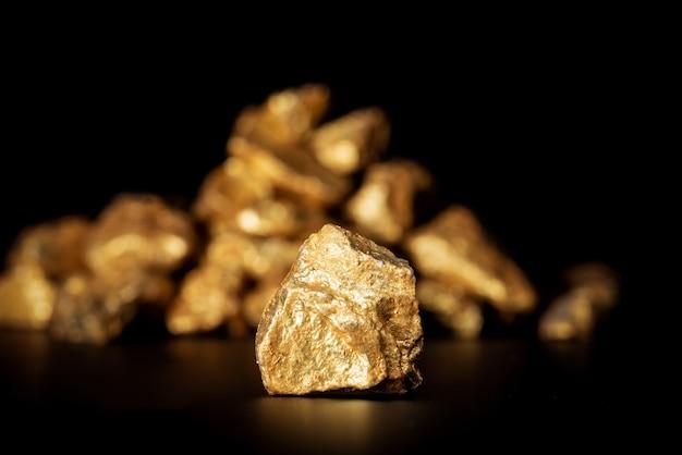 Gouden concept, close-up van grote goudklompjes