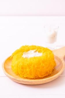 Gouden eigeel draad taarten