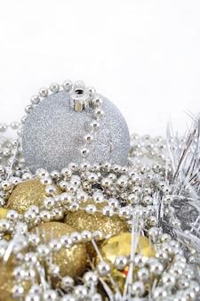 Gouden en zilveren kerstversieringen