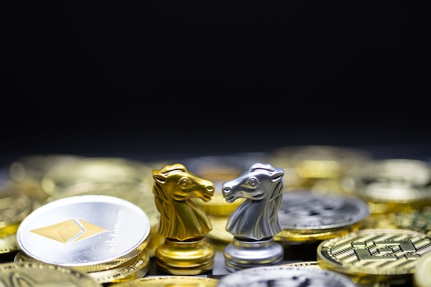 Gouden en zilveren paard op cryptocurrency-achtergrond