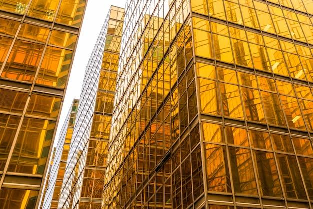 Gouden financiële architectuur van aangezicht tot aangezicht