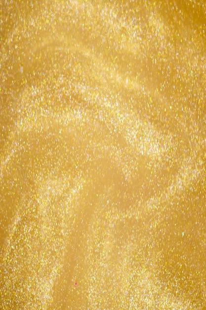 Gouden glitter stof op donkere achtergrond.