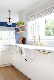 Gouden keukenkraan interieurontwerp