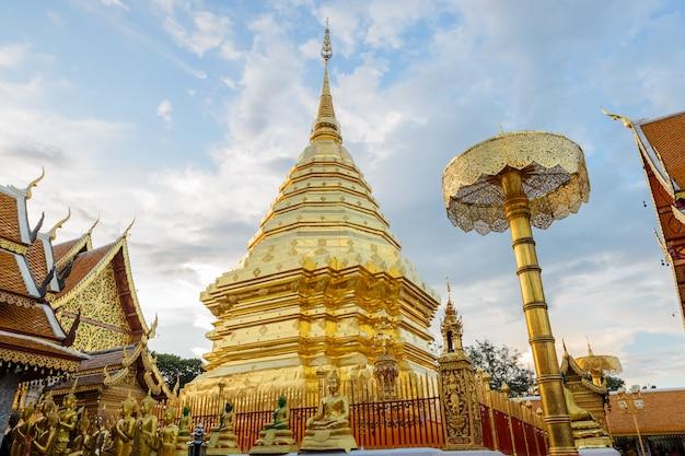 Gouden pagode in een thaise tempel