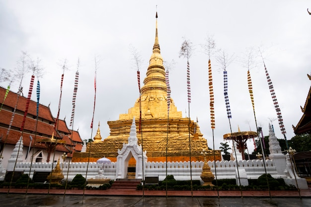 Gouden pagode van tempels in thailand
