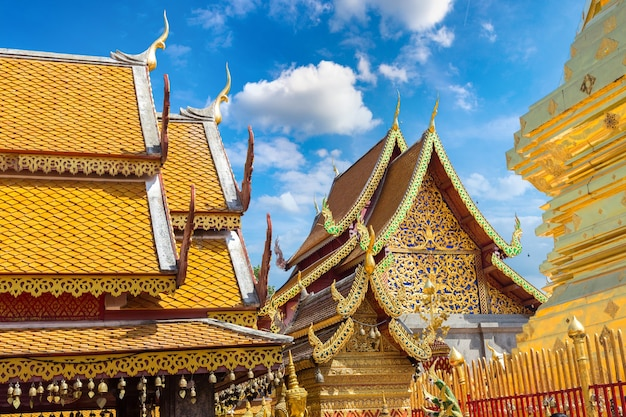 Gouden pagode wat phra that doi suthep in chiang mai, thailand