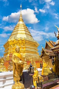 Gouden pagode wat phra that doi suthep in chiang mai thailand