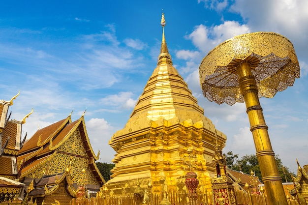 Gouden pagode wat phra that doi suthep in chiang mai