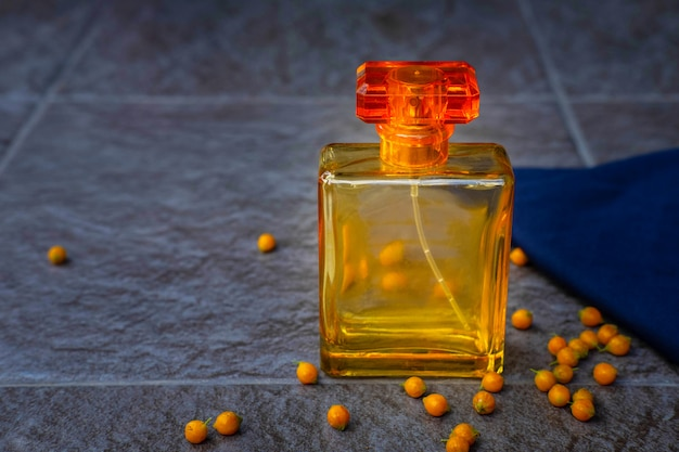 Gouden parfum- en parfumflesjes