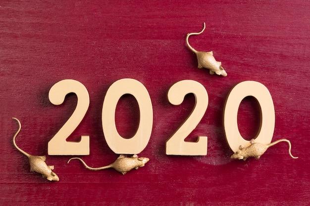 Gouden rattenbeeldjes voor chinees nieuw jaar