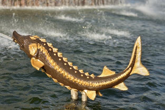 Gouden steur in de fontein bij vdnh