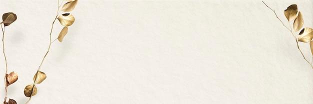 Gouden takgebladerte op beige bannerachtergrond
