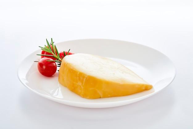 Goudse kaas met rozemarijn en tomaten