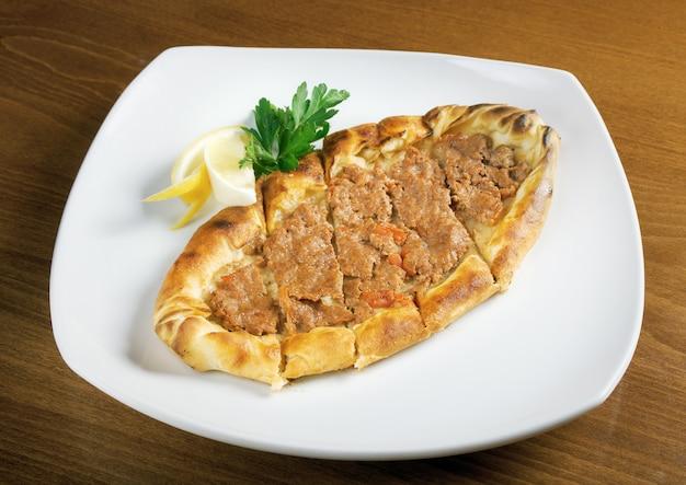 Gozleme-brood met vlees.
