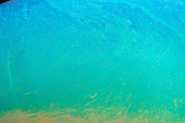 Gradiënt kleurrijke getinte zeepbel op zwarte achtergrond