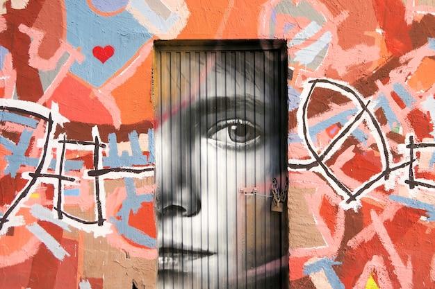 Graffiti in een deur