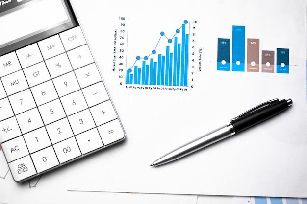 Grafiek met pen en rekenmachine