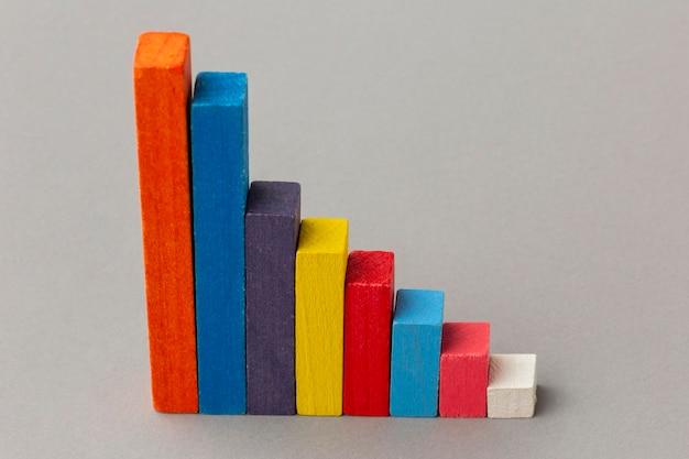 Grafisch concept met houten blokken hoge hoek
