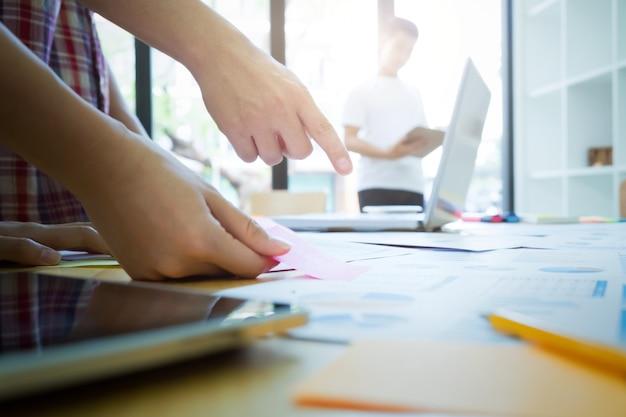 Grafisch ontwerper team, studentengroep, business team meeting.