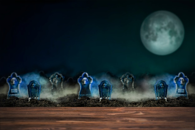Grafstenen in mist op een volle maan nacht