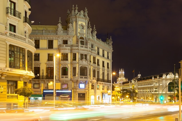 Gran via in de nacht. madrid