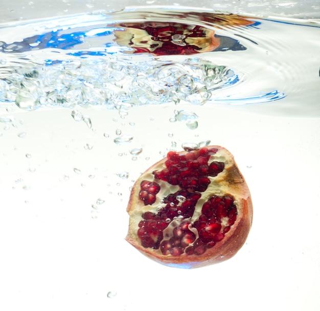 Granaat in het water