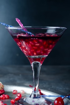 Granaatappel met rode drank