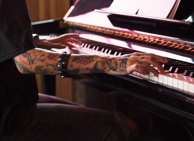 Grand piano pianist musicusuitvoerder melodie