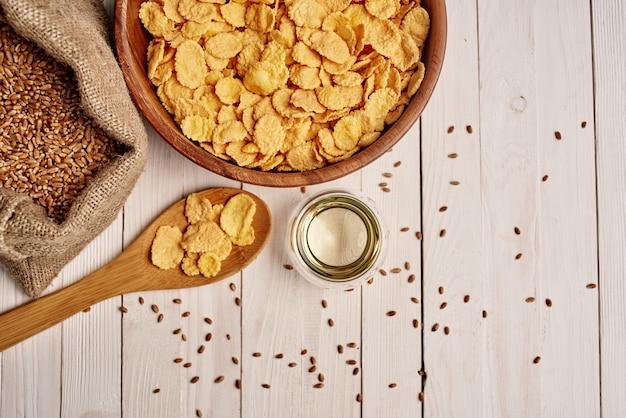 Granen in een zak voedsel natuurlijke ingrediënten bekijken van bovenaf