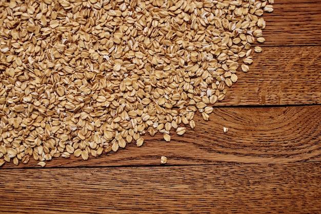 Granen op de tafel keukenproducten hout achtergrond