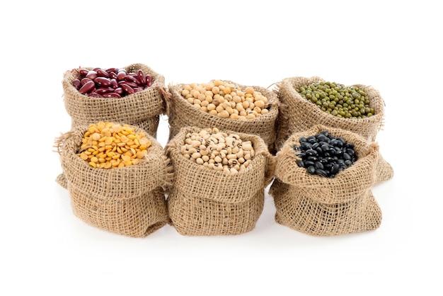 Granen, vijfkleurenbonen zijn sperziebonen, rode bonen, zwarte bonen, witte bonen en sojabonen