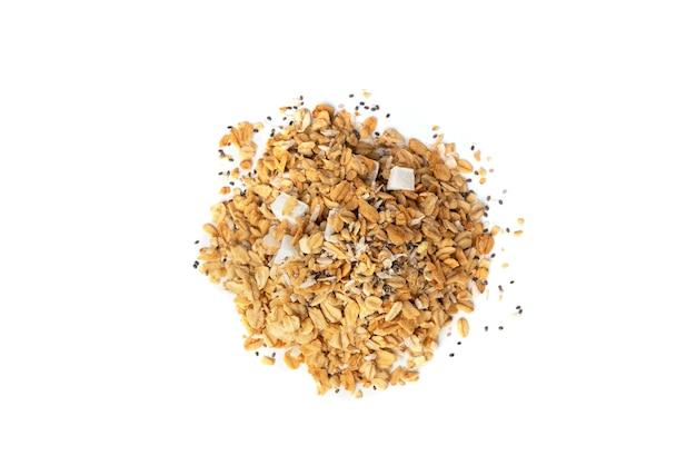 Granola geïsoleerd op witte achtergrond