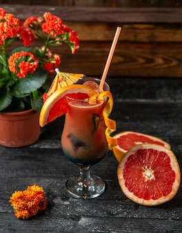 Grapefruit cocktail zijaanzicht