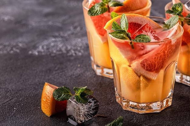 Grapefruit eigengemaakt cocktailfruit doordrenkt water