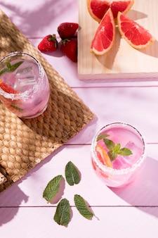 Grapefruit en aardbeidrank