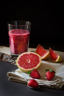 Grapefruit en aardbeiensap