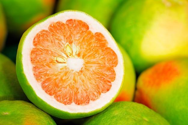Grapefruit kabosu citrus close-up achtergrond