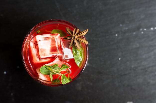 Grapefruitcocktail met kruiden