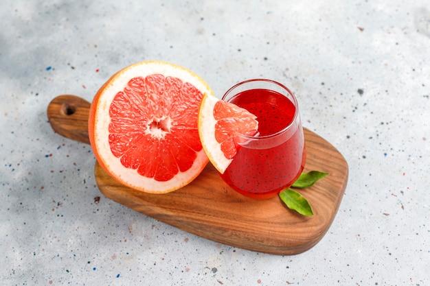 Grapefruitsap met basilicumzaadjes.