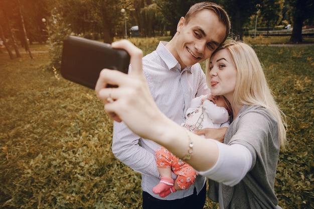 Grappig ouders het nemen van een foto